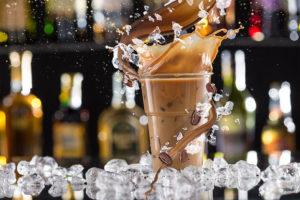 אייס קפה בסיטונאות - אייס קפה מוגש בכוס