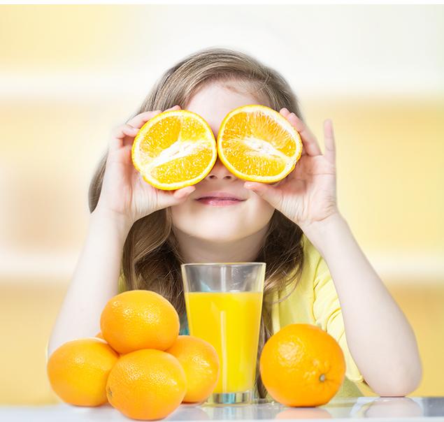 משקה טעים - תמונת רקע ילדה ותפוזים